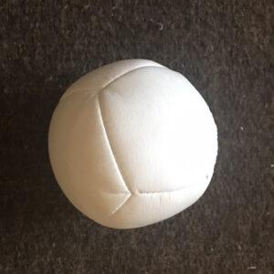 Balle blanche artisanale